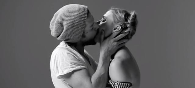 stangers-kissing